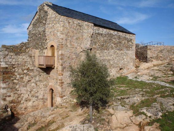 Castillo de Cornatel desde el Este